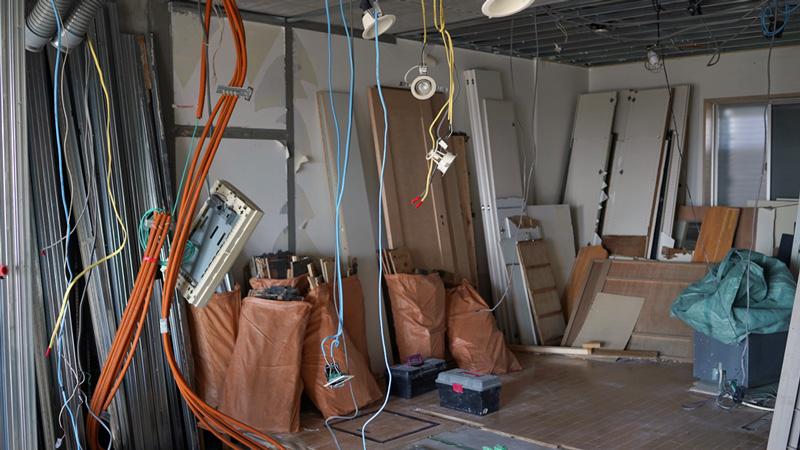 マンションをフルリノベーションする際に出る廃材の数々。