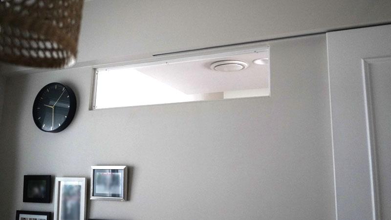 子供部屋に設けた明り取り兼、「存在」が伝わる室内窓