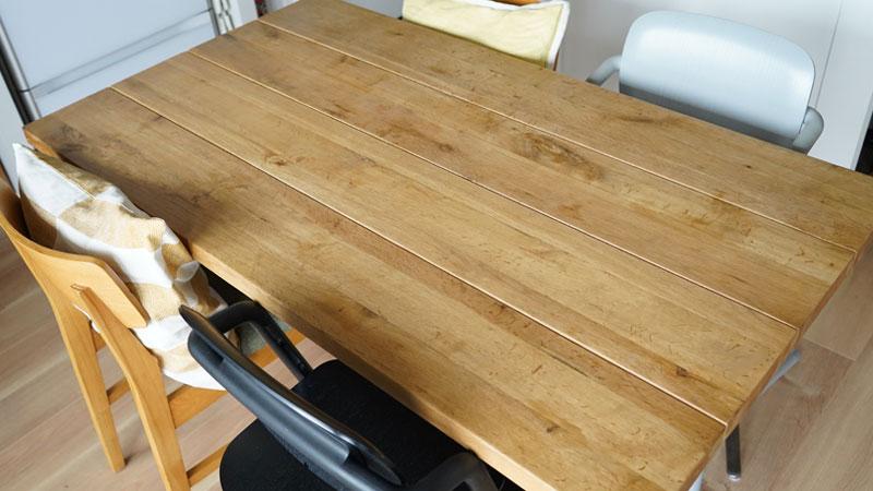HOWARD シトラスシールド プレミアムペーストワックス使用前のテーブルの天板の様子