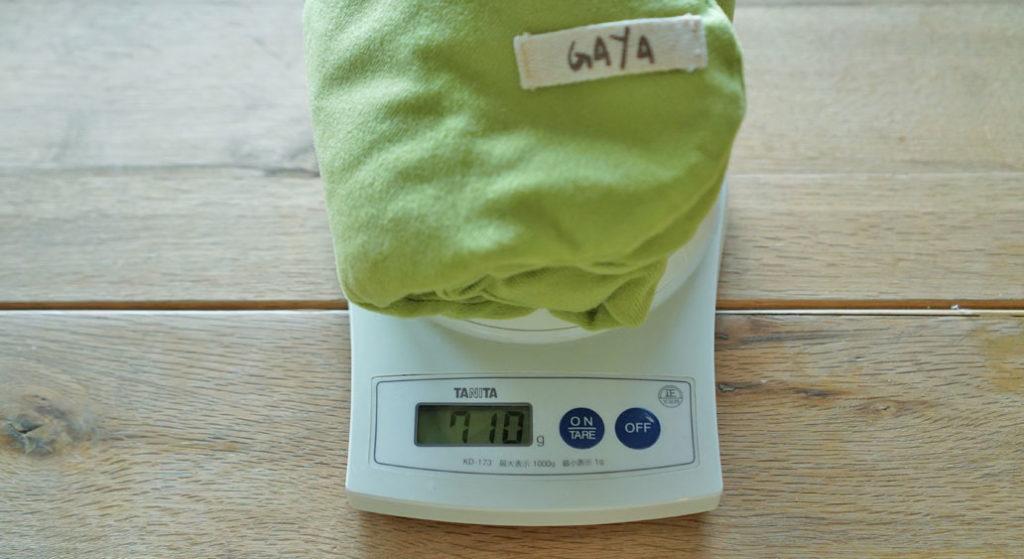 GAYA ハーバルパッドの重さはおよそ700グラム