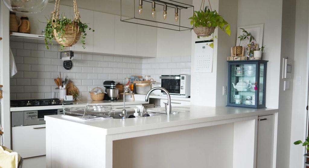 フルリノベーション後のペニンシュラ型キッチンの様子