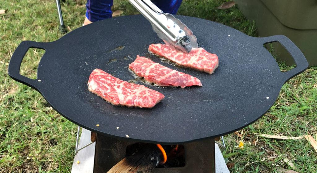 マルチグリドルパンでステーキを焼く